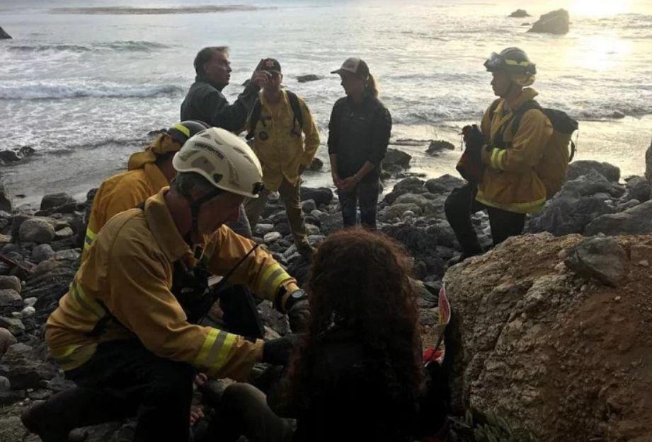 Frau stürzt mit Auto von 60 Meter hoher Klippe –so hat sie 7 Tage im Wrack