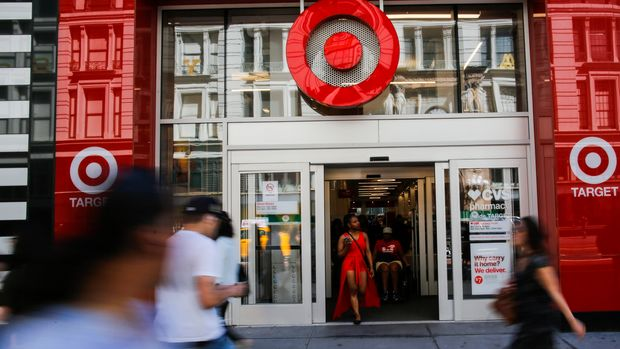 NEW YORK, NY - MAY 21:  People enter Target branch store at middle Manhattan on May 21, 2018 in New York, Target is expected on May 23 to report first-quarter earnings per share of $1.38, up from $1.21 in the same quarter a year ago. Target Corporation is the second-largest discount store retailer in the United States.(Photo by Eduardo Munoz Alvarez/VIEWpress/Corbis via Getty Images)