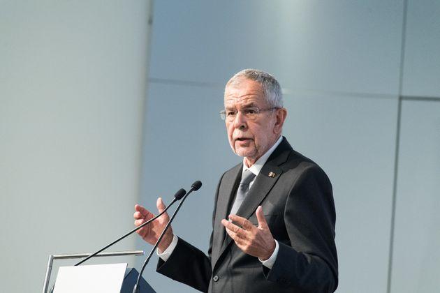 Ο πρόεδρος της Αυστρίας στηρίζει την ανάκληση τιμητικών διακρίσεων που έχουν απονεμηθεί σε