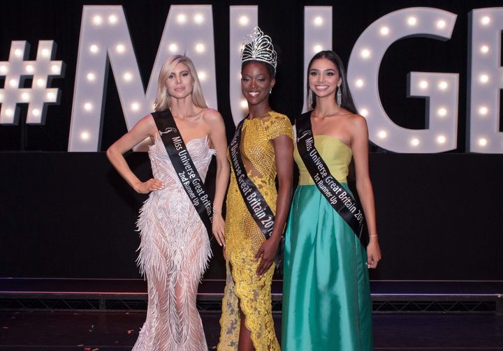 Dee-Ann Kentish-Rogers [center) alongside the runners-upafter theMiss Universe Great Britaincompetition.