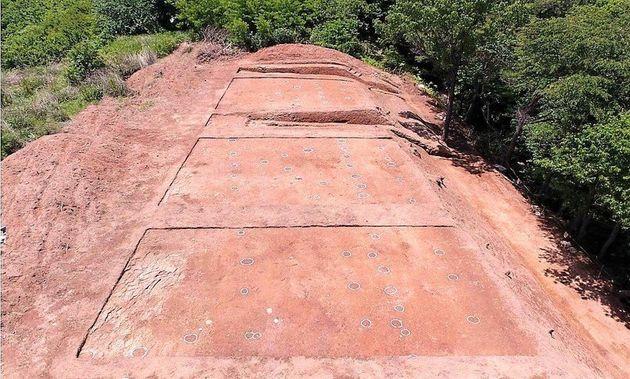 경남 함안군 가야읍에서 발견된 아라가야 왕궁터로 추정되는 유적. 아라가야는 후기 가야의