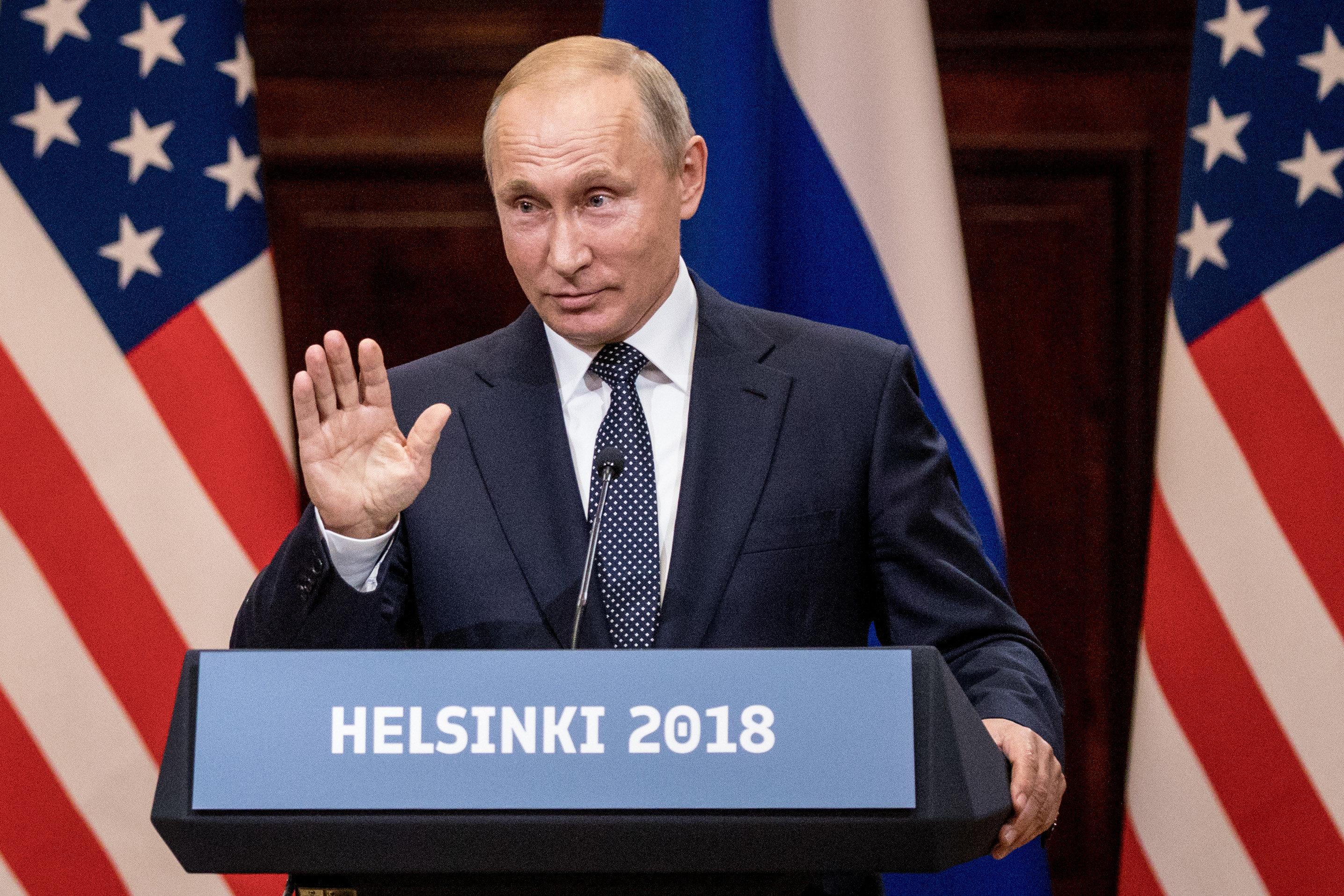 푸틴이 트럼프의 낯뜨거운 '골든 샤워' 테이프 의혹에