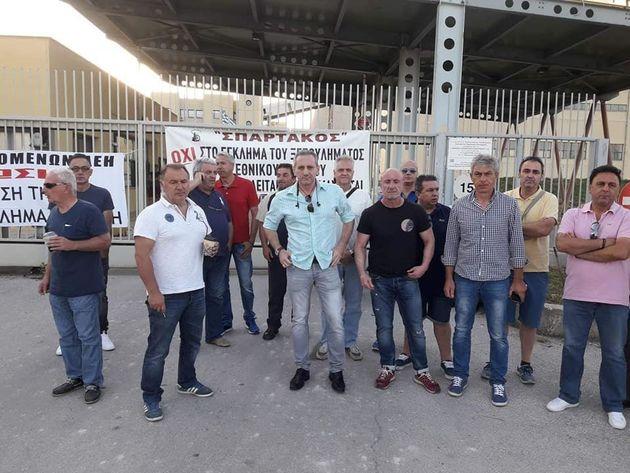 Μέλη της ΓΕΝΟΠ απέκλεισαν την πύλη του ΑΗΣ Μελίτης στη Φλώρινα για να εμποδίσουν την είσοδο των ενδιαφερόμενων