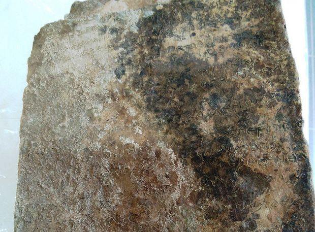 Διευκρινίσεις για την πήλινη πλάκα με τους στίχους της Οδύσσειας που βρέθηκε στην αρχαία