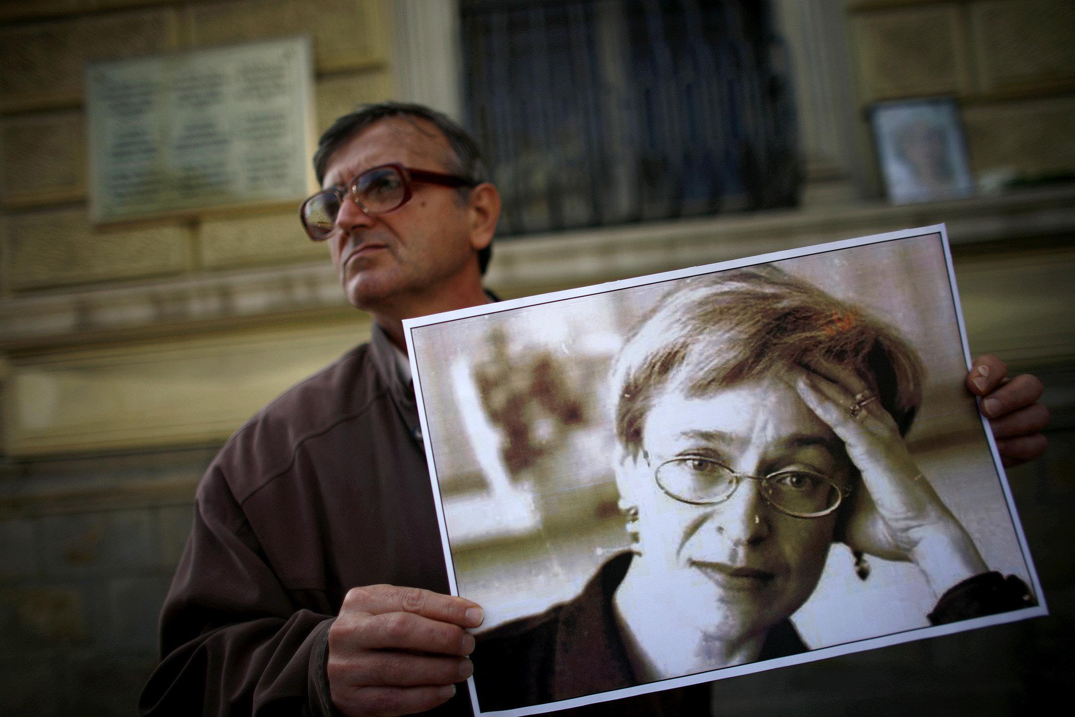 Καταδίκη της Ρωσίας στο ΕΔΑΔ για ελλειπή έρευνα για τη δολοφονία της δημοσιογράφου Άννας