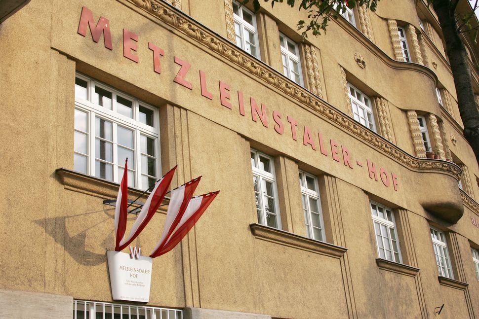 Metzleinstalerhof municipal housing, Vienna.