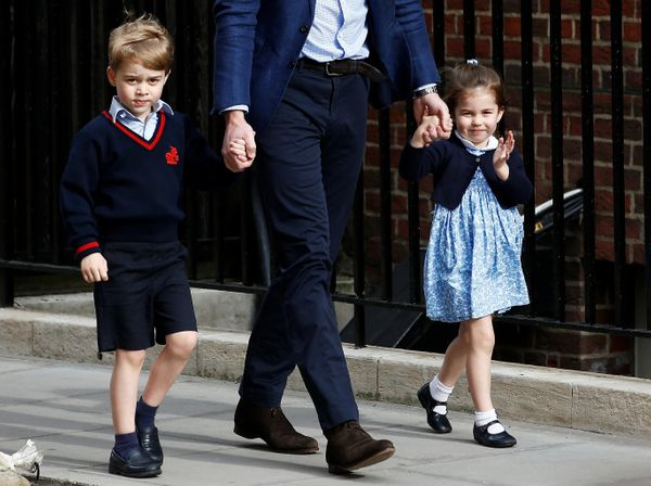 Prince George and Princess Charlotte arrive with their father, Prince William, in the Lindo Wing after their Mother