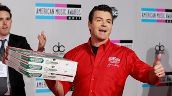 John Schnatter (R), founder and chief executive of Papa John's Pizza, arrives at the 2011 American Music Awards in Los Angeles November 20, 2011. REUTERS/Danny Moloshok (UNITED STATES - Tags: ENTERTAINMENT BUSINESS FOOD) (AMA-ARRIVALS)