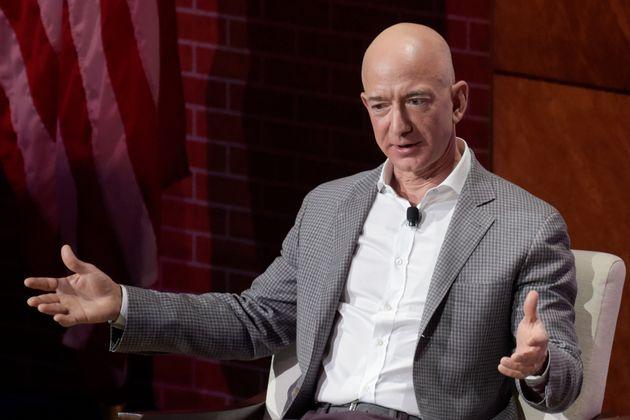 Ο Τζεφ Μπέζος, ιδρυτής του Amazon, έγινε ο πλουσιότερος άνθρωπος της σύγχρονης