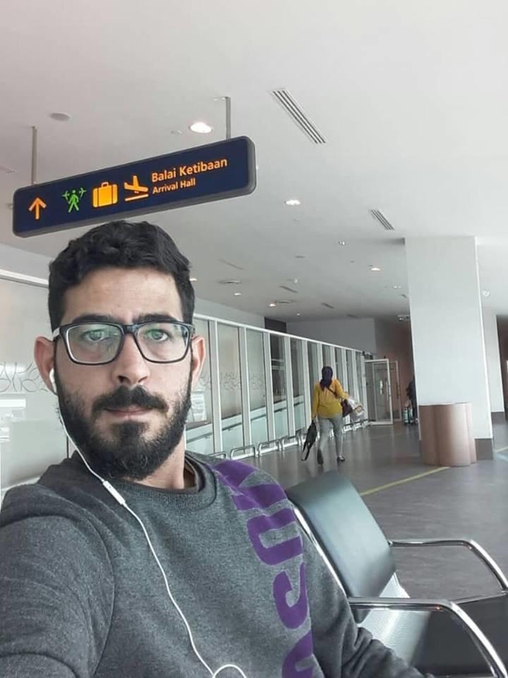 Ich lebe seit fünf Monaten am Flughafen, weil ich dem Tod entrinnen
