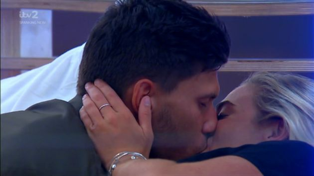 Jack kisses new Laura on tonight's