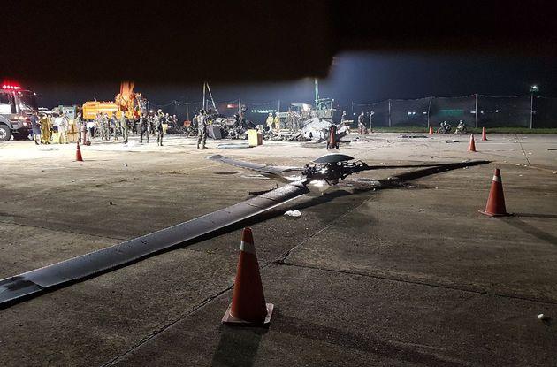 지난 17일 오후 4시 45분쯤 경북 포항시 남구 포항비행장 활주로에서 해병대 상륙기동헬기 '마린온(MUH-1) 2호기'가 추락해 승무원 6명 가운데 5명이 숨지고 1명이 부상했다....