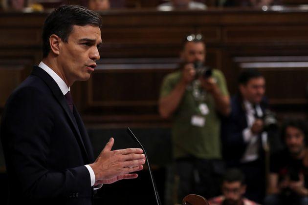 페드로 산체스 스페인 총리가 17일 마드리드 의회에서 발언하고 있다.