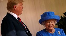 La reine a-t-elle fait passer des messages subtils avec ses broches durant la visite de