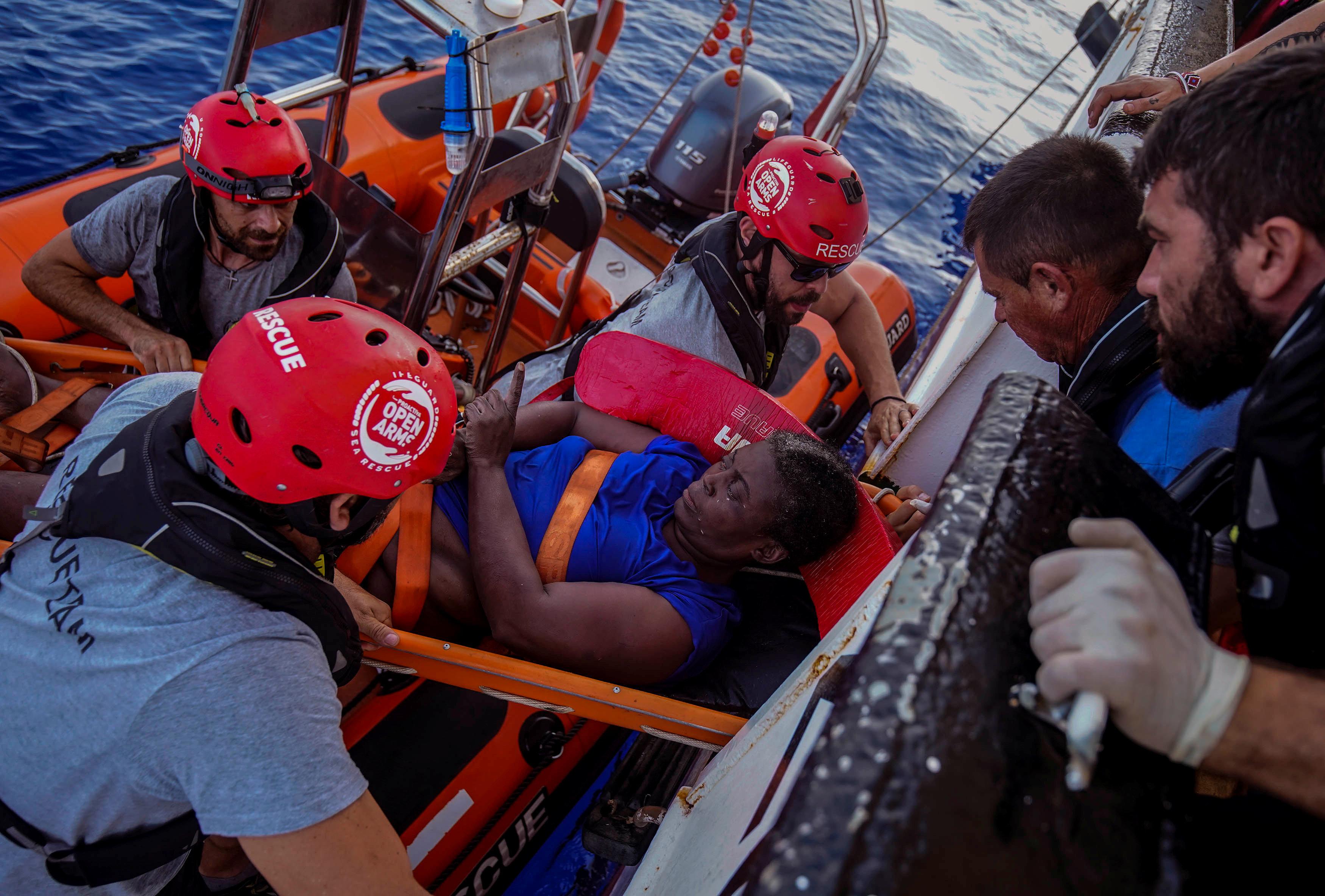 """""""Das Kind trieb tot im Wasser"""": Journalistin erzählt, was auf dem Mittelmeer passiert"""