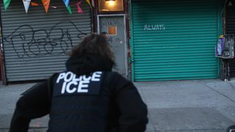 NEW YORK, NY - APRIL 11:  U.S. Immigration and Customs Enforcement (ICE), officers look to arrest an undocumented immigrant during an operation in the Bushwick neighborhood of Brooklyn on April 11, 2018 in New York City. New York is considered a 'sanctuary city' for undocumented immigrants, and ICE receives little or no cooperation from local law enforcement.  ICE said that officers arrested 225 people for violation of immigration laws during the 6-day operation, the largest in New York City in recent years. (Photo by John Moore/Getty Images)