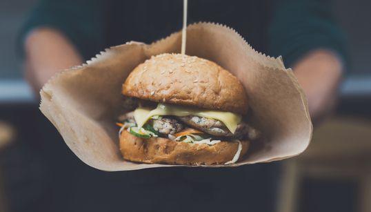 Μοσχαρίσια μπιφτέκια κατασκευασμένα σε εργαστήριο θα πωλούνται πιθανότατα στα εστιατόρια από το