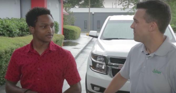 20-Jähriger läuft 7 Stunden zur Arbeit – sein Chef reagiert