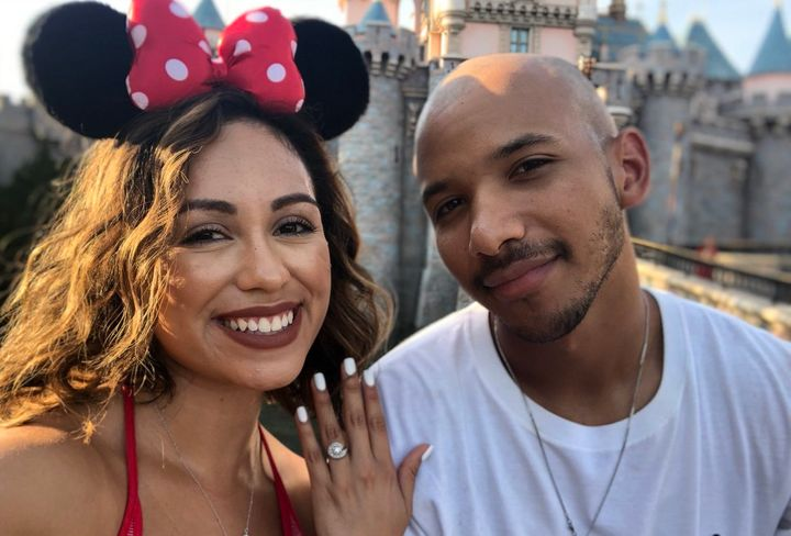 These Disney lovers just got engaged, and theircelebratory photo is going viral.