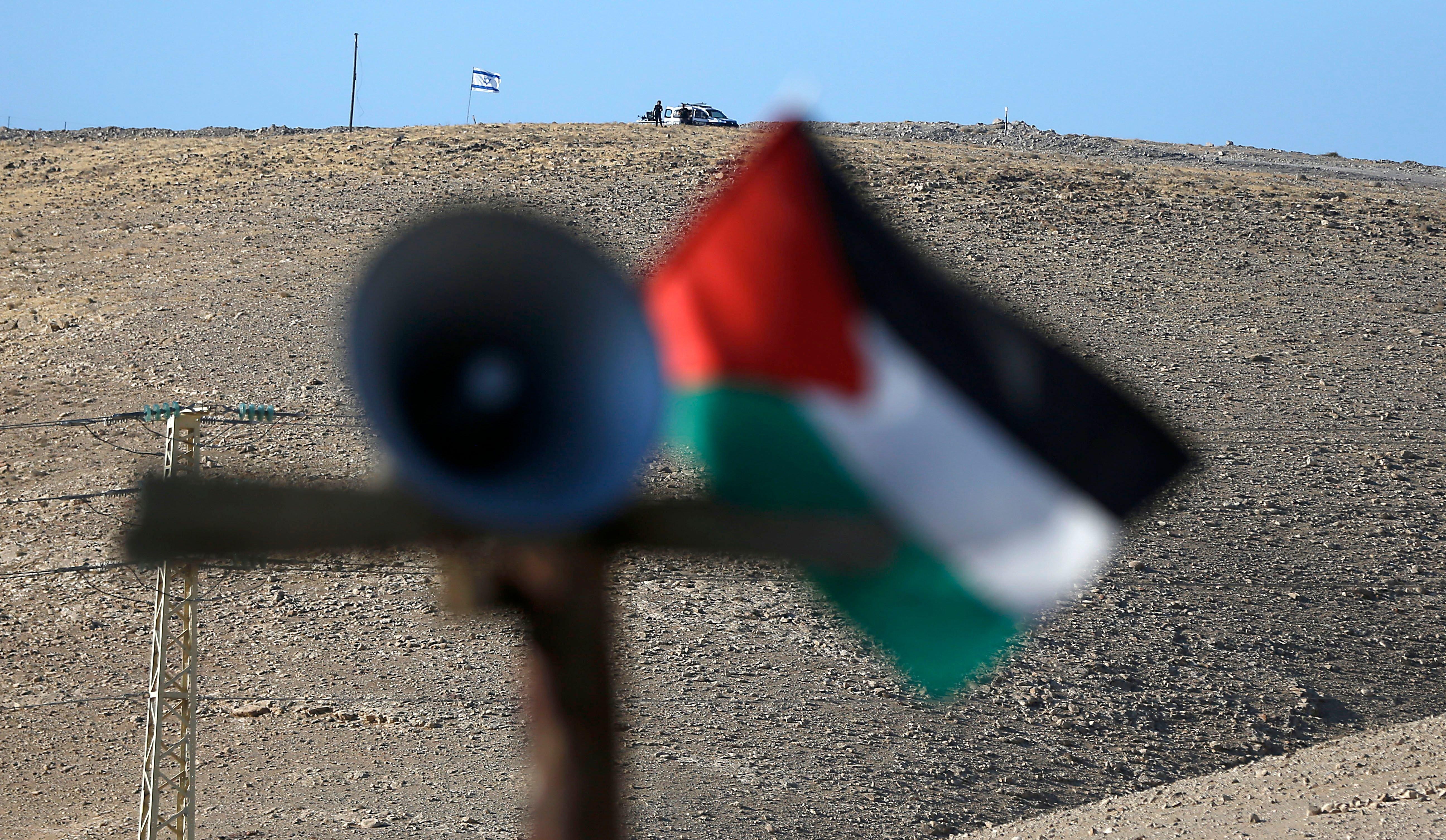 Το Ισραήλ ανακηρύσσεται σε «εβραϊκό έθνος-κράτος», αναγνωρίζει δικαίωμα αυτοδιάθεσης μόνο στους Εβραίους και διαγράφει την αρ...