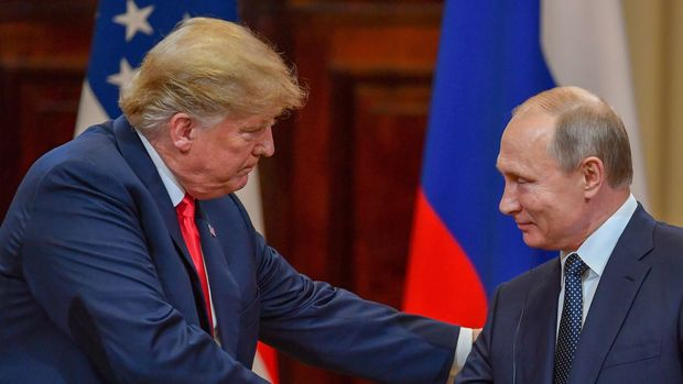 US President Donald Trump (L) and Russia's President Vladimir Putin shake hands before attending a joint press conference after a meeting at the Presidential Palace in Helsinki, on July 16, 2018. - The US and Russian leaders opened an historic summit in Helsinki, with Donald Trump promising an 'extraordinary relationship' and Vladimir Putin saying it was high time to thrash out disputes around the world. (Photo by Yuri KADOBNOV / AFP)        (Photo credit should read YURI KADOBNOV/AFP/Getty Images)