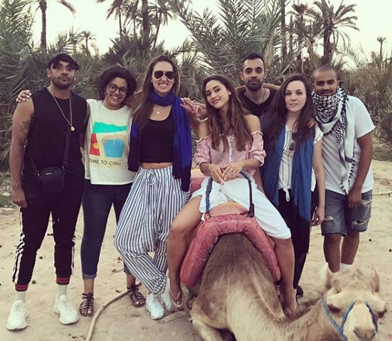 """Les acteurs de """"The 100"""" profitent du soleil de Marrakech"""