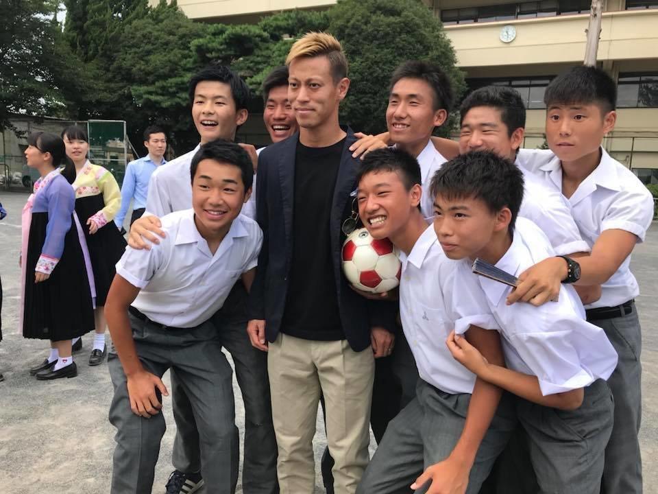 혼다 케이스케가 일본 조선학교를 방문해 한