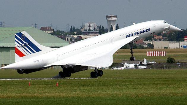영국과 프랑스의 합작으로 개발됐던 초음속 여객기 '콩코드'. 사진은 에어프랑스 소속 콩코드가 르 부르제 공항에서 열린 파리 에어쇼 첫 날 '마지막 착륙'을 하는 모습. 2003년