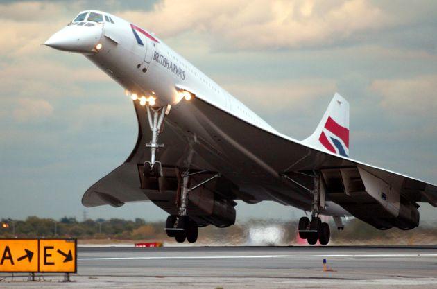 미국 뉴욕을 출발한 영국항공 소속 콩코드가 2003년 10월23일 영국 런던에 착륙하는