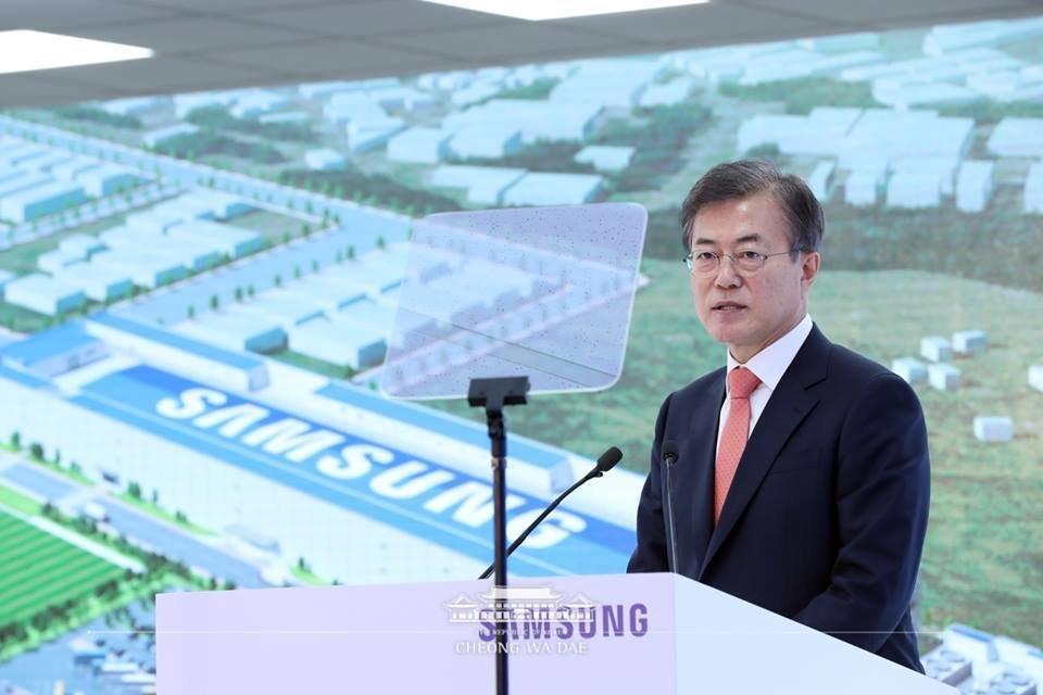 한국갤럽 조사 결과 문대통령 지지율이 5주째 하락한 것으로