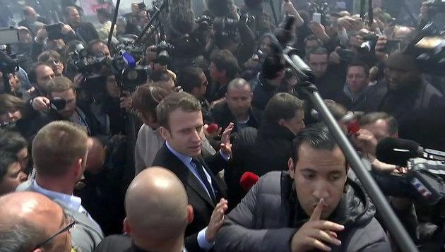Απολύεται ο συνεργάτης του Μακρόν που φαίνεται σε βίντεο να χτυπά