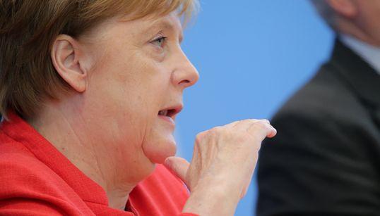 Eine Frage nach Seehofer bringt Merkel aus dem Konzept – dann wird sie