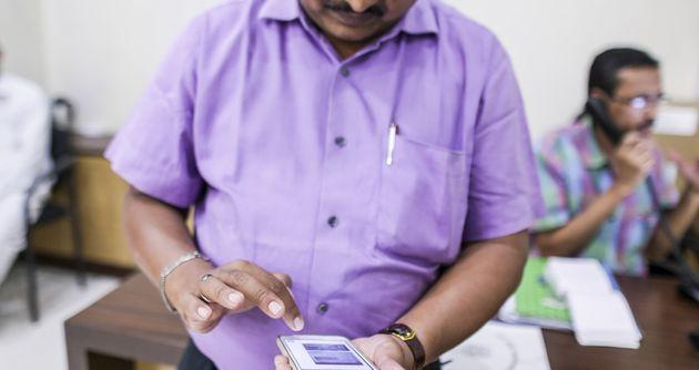 Pour contrer les rumeurs meurtrières en Inde, WhatsApp restreint le partage de