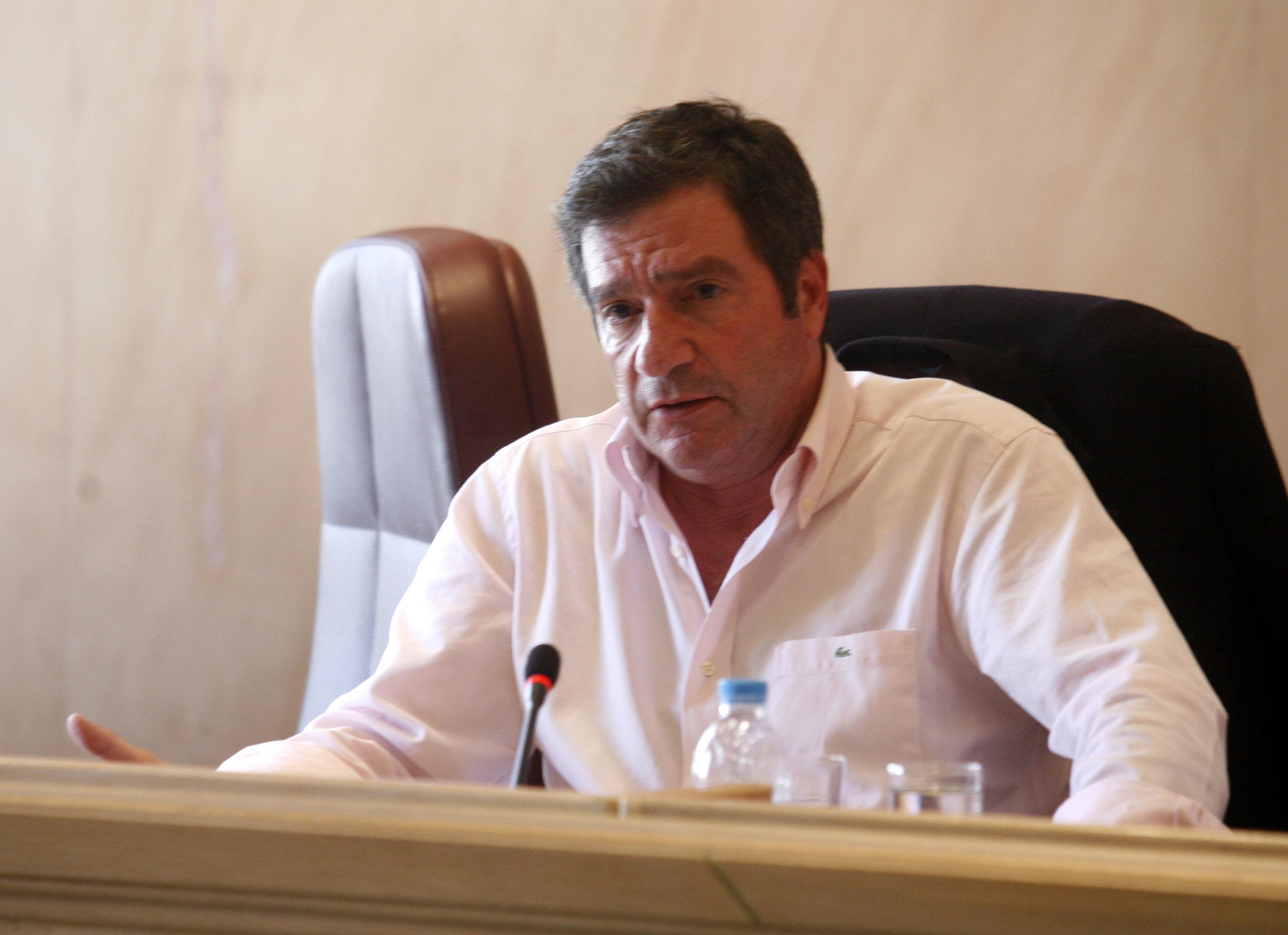 Καμίνης: Σε θλιβερές μειοψηφίες, που επιδιώκουν να γίνουν κράτος εν κράτει, παραδίδει η κυβέρνηση την