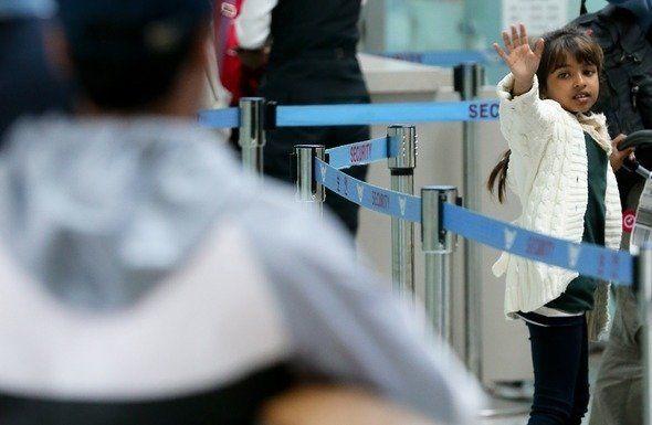 2013년 5월8일 인천공항을 통해 한국을 떠나는 마히아의 모습을 실은 이날치 <한겨레>