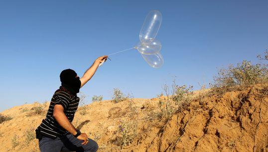 Μπαλόνια με εκρηκτικά, τα όπλα των φτωχών που χρησιμοποιούν οι Παλαιστίνιοι εναντίον του