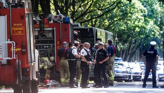 Gewalttat in Lübeck: Mehrere Verletzte in einem Bus – Tatverdächtiger ist ein 34-jähriger