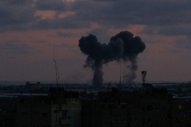 Το Ισραήλ σφυροκοπά τη Γάζα. Νεκροί Παλαιστίνιοι κατά τους νέους