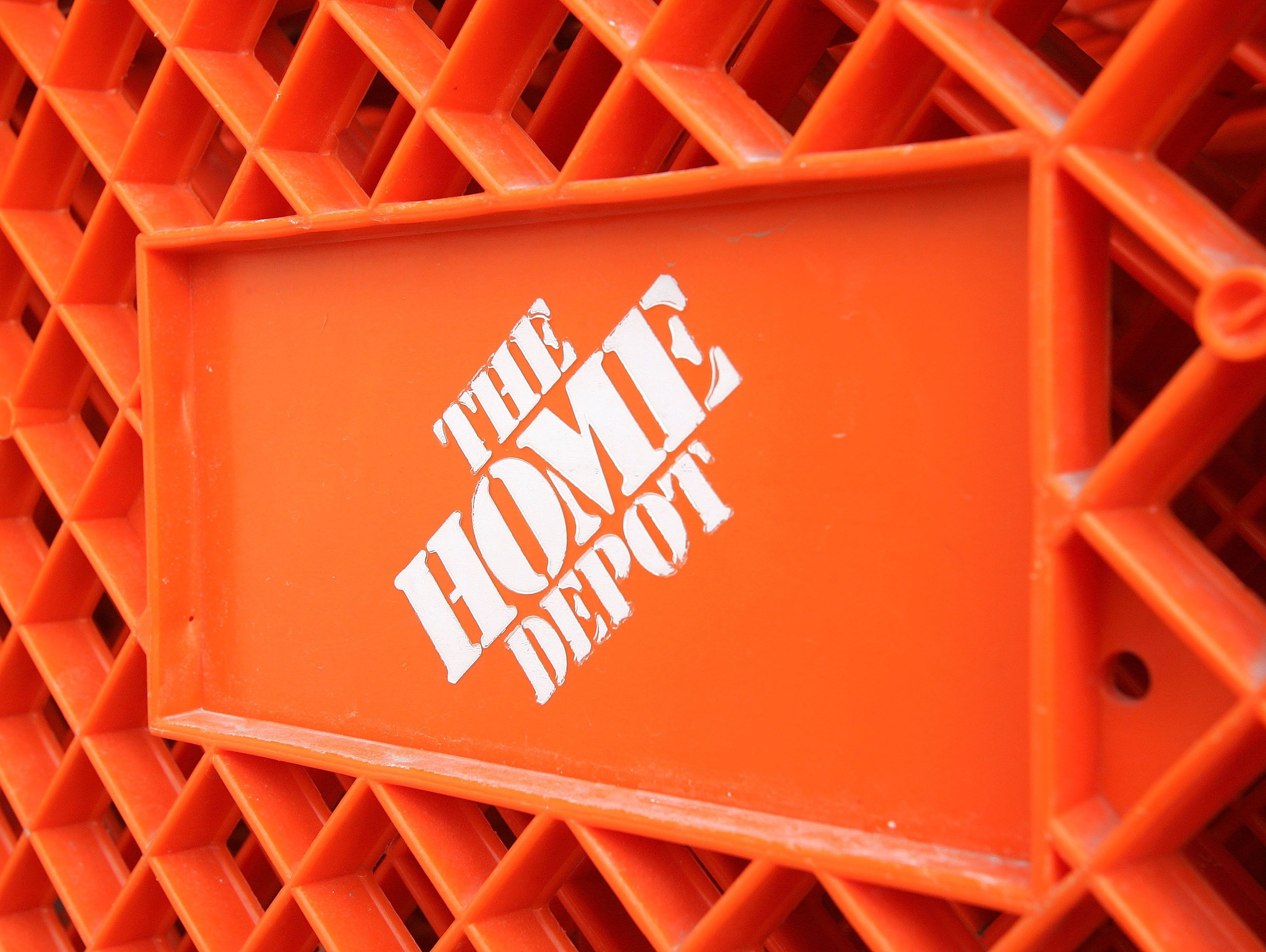 huffingtonpost.com - Michelle Lou - Home Depot Backtracks After Firing Employee Who Says He Stood Up To Racist Customer