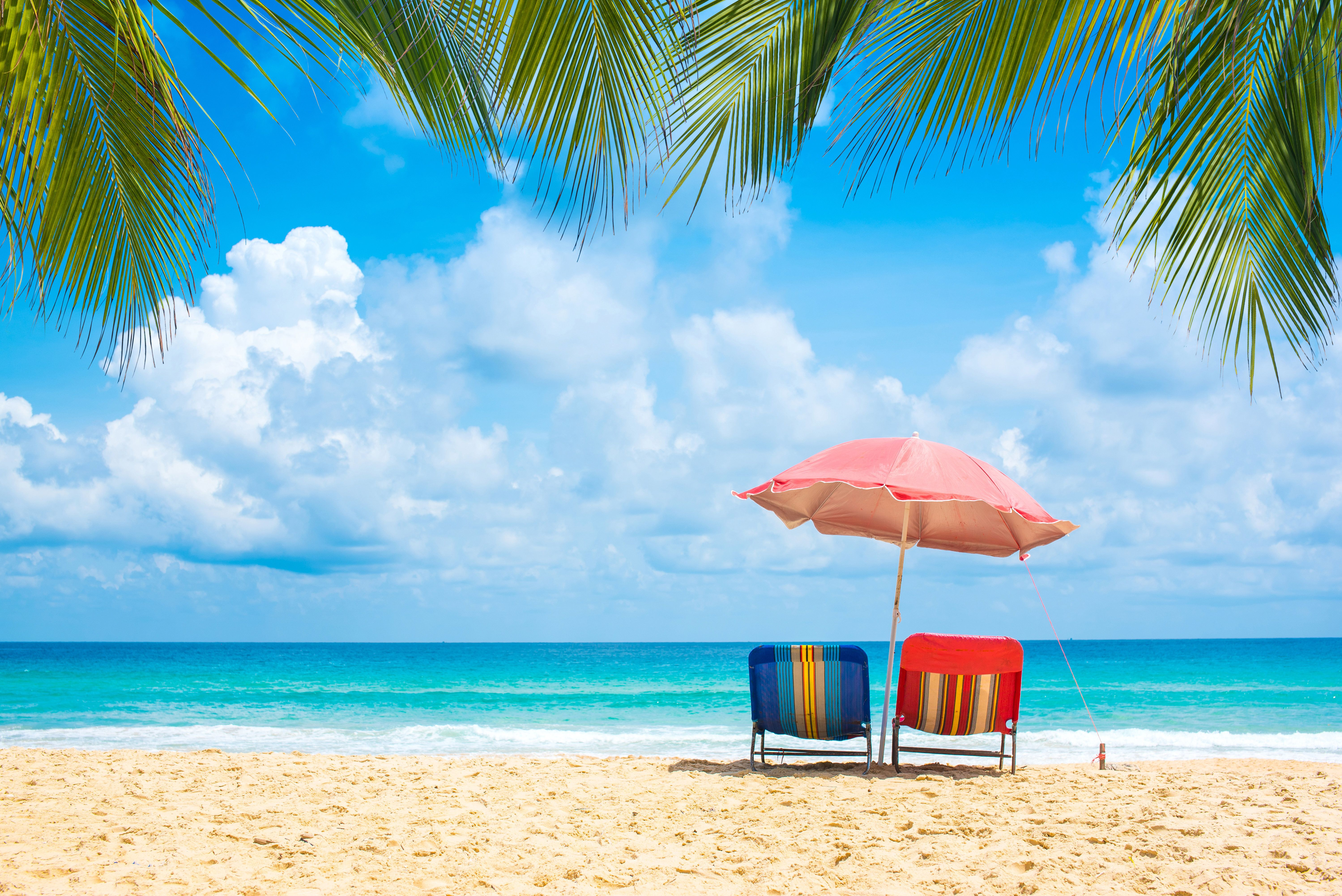 Υποστολή όλων των «γαλάζιων σημαιών» σε παραλίες δημοφιλούς τουριστικού