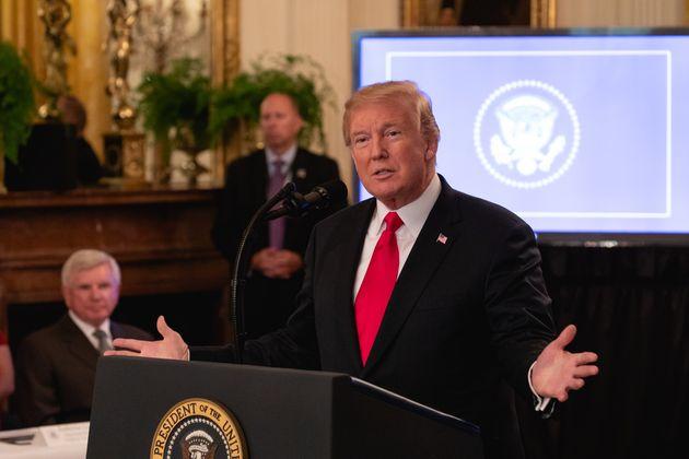 트럼프가 '중국산 모든 제품'에 관세를 매길 수 있다고