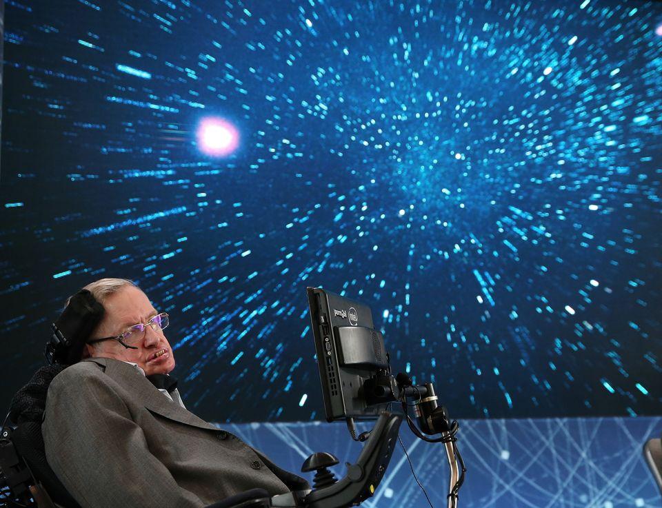 Ο Stephen Hawking ταξιδεύει στο σύμπαν συντροφιά με την μουσική του Βαγγέλη