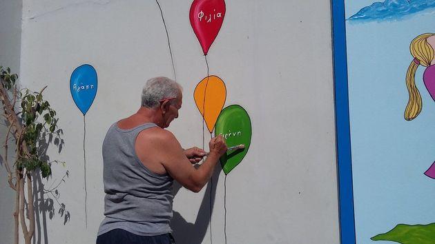 Γιώργος Κατσίποδος: Ο άνδρας που ομορφαίνει τα σχολεία της Πάτρας με τη ζωγραφική