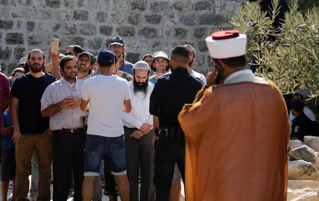 Jérusalem: Des centaines de colons israéliens investissent la Mosquée