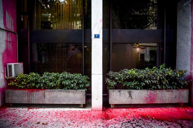 Μπογιές από το Ρουβίκωνα σε κτήριο του Υπουργείου Εξωτερικών. Διαμαρτυρία για τον εναγκαλισμό της Αθήνας...