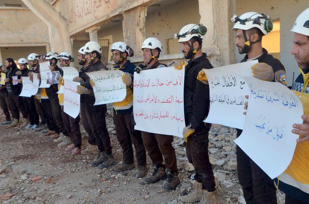 Στην Ιορδανία εκατοντάδες μέλη της οργάνωσης εθελοντών «Λευκά Κράνη» για να μην πέσουν στα χέρια των...