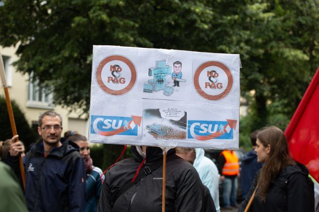 Μόναχο: 50.000 διαδήλωσαν ενάντια στην πολιτική των συμμάχων της Μέρκελ για το