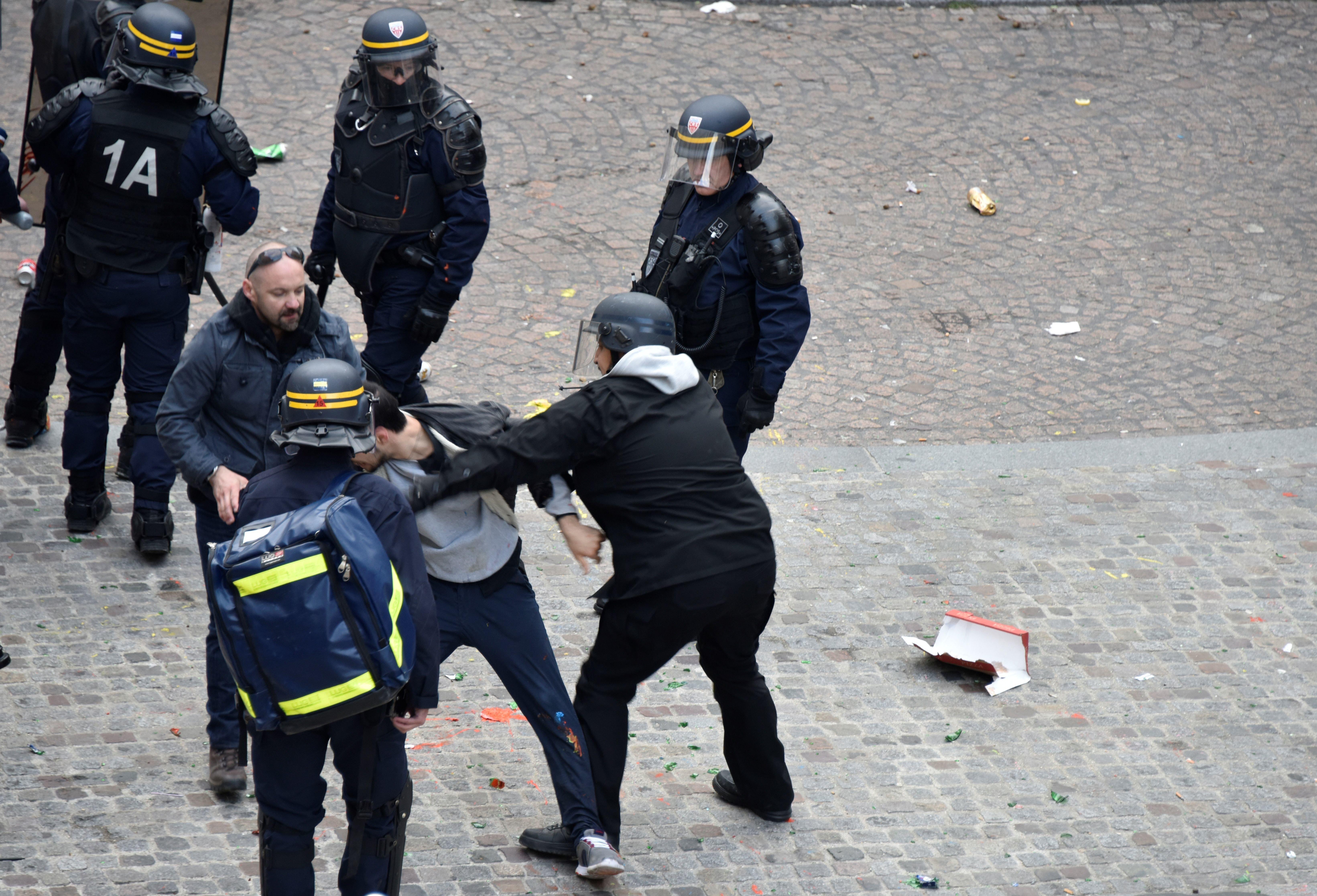 Γαλλία: Απαγγέλθηκαν επίσημα κατηγορίες σε βάρος του Μπεναλά, πρώην στενού συνεργάτη του
