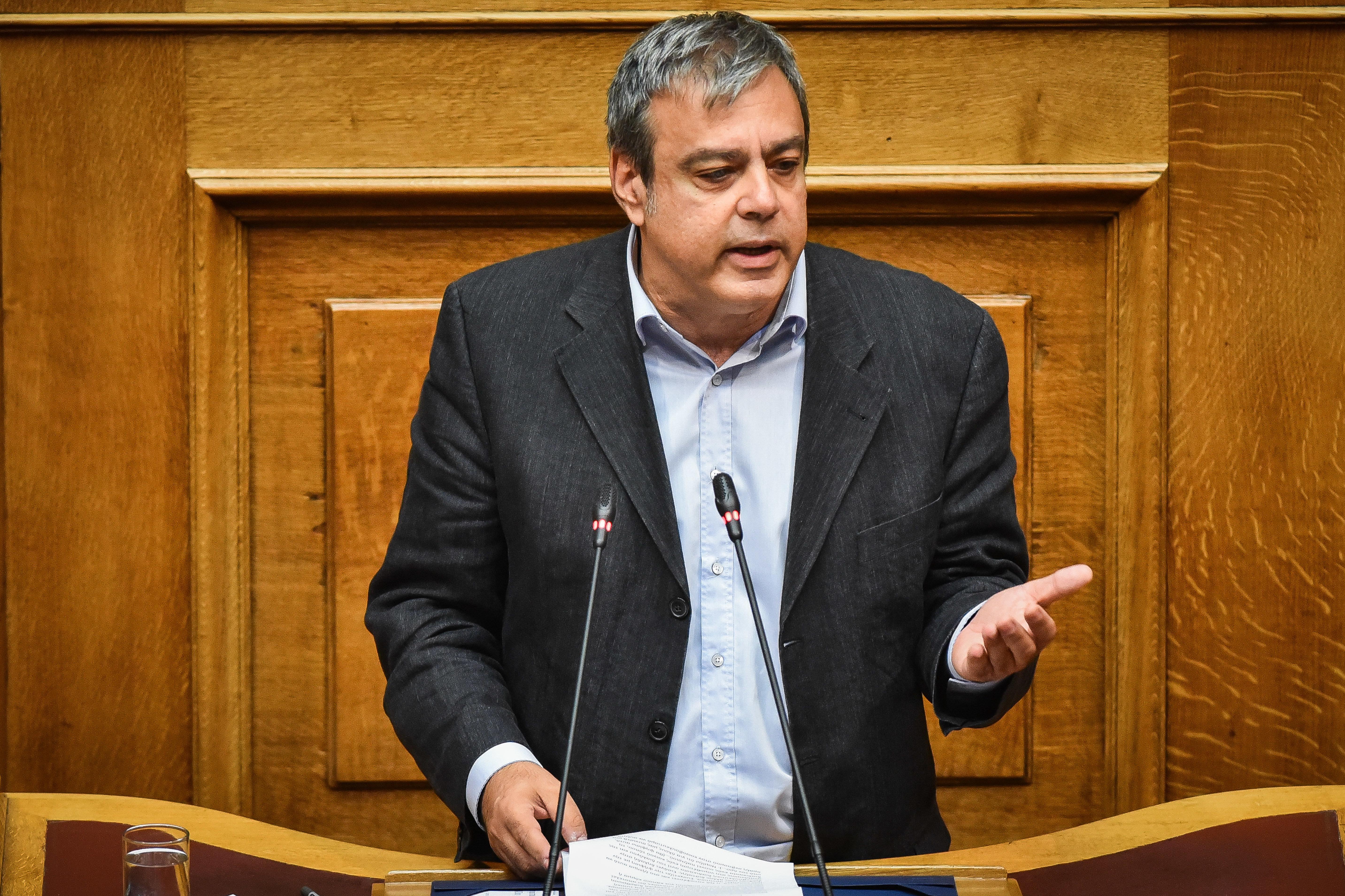 Βερναρδάκης: «Φωτεινή Ελλάδα» για τον Μητσοτάκη είναι η Ελλάδα του ΚΕΕΛΠΝΟ, της Siemens και της