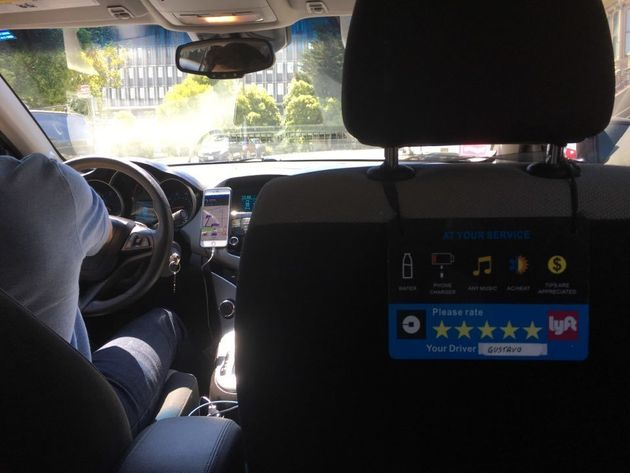 샌프란시스코 집에서 공항 가는 길에 탄 우버X 뒷좌석에서 운전자 쪽을 바라본